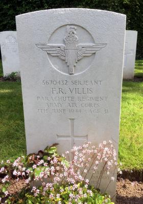 The grave stone of Francis R Villis in Hermanville War Cemetery