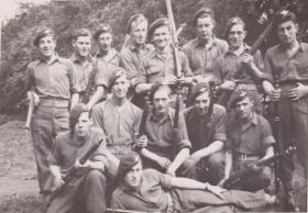 Paras pose at Syerston Fields, 1946.