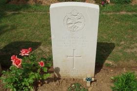 Headstone of Staff Sergeant Duncan F Wright, Ranville War Cemetery