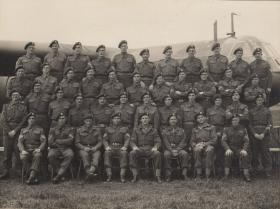 Glider pilots pose for a group photo at Harwell.