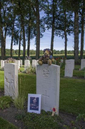 S.Sgt A Harris head stone