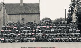 GROUP PHOTOGRAPH OF AN, EASTON HALL, A COY, 2ND PARACHUTE BATTALION, LINCS, JUNE 1944.