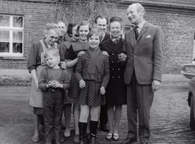 Maj Gen Bols with family who owned farm used as 6th AB HQ 24-25 March 1945