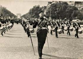 Drum Major Don Langdon leads 1Para Parade along The Champs Elysee