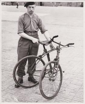 Folding push bike, Aug 1942
