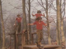 421 Platoon P Coy December 1975. Assault Course.