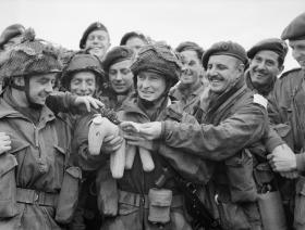 5 Para Bde HQ waiting to take off. 5 June 1944