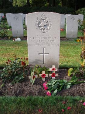 Gravestone of EJ Holloway, Oosterbeek.