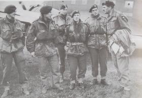 Maj-Gen R Urquart and pilots. 29 Sep 1944