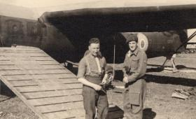 FG Tansley (left) alongside a Horsa Glider July/August 1944.