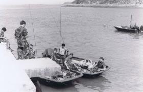 1 PARA Raiders preparing for a coastal border patrol, Hong Kong, 1980