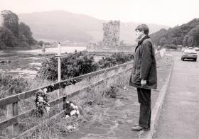 Lt Col C F Hicks, Commanding Officer 2 PARA, paying his respects at Warrenpoint, 1990.