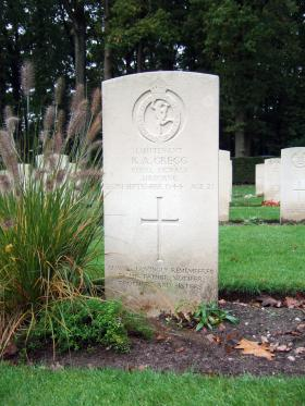 Headstone of Lt R A Gregg, Oosterbeek War Cemetery, October 2015.
