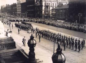 12 PARA (TA) perform the Royal Salute at the presentation of the Colours ceremony, Leeds 1952.