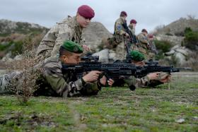 Cpl Hooper, 2 PARA explains safety drills, Exercise BLUE LEGIONNAIRE, January 2014.