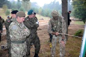 Ex Anakonda: General Sir Houghton with a member of 3 PARA, 2 October 2014.