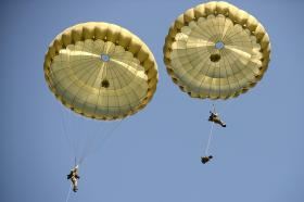 Paratroopers show Swift Response, 1 September 2015.