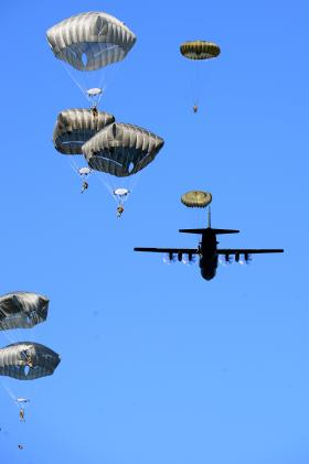 Airborne forces make longest jump to show Swift Response, June 2016.