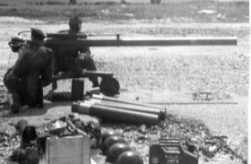 Guards Para Company Anti-Tank Patrol man 106mm Anti-Tank Gun, 1960s.
