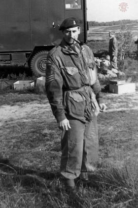 Soldier awaits an early morning balloon drop, 289 Para Regt RHA (TA), October 1964