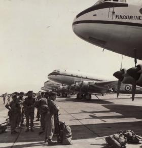 2 Para emplaning, Nicosia, 1959