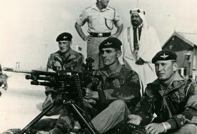 2 PARA, SF Team demonstrating use of machine gun, Radfan, 1966