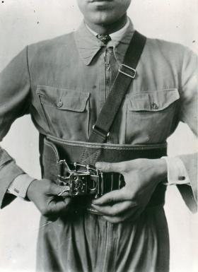 Early Italian experiments with hand operated grip on belt.
