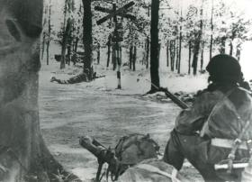 Men of 1st Airborne Reconnaissance Sqn securing crossroads near Wolfheze. PIAT gun in foreground.