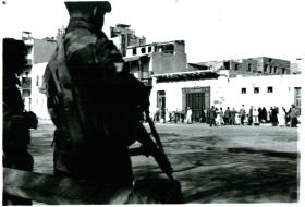 3 PARA search for arms in Ismailia, Egypt, 20/1/52.