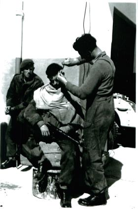 Pte Hunt, 3 PARA has a trim – clippers powered from street lamp, Ismailia, 25/1/52.