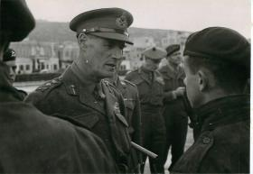 General Crocker talks to airborne soldiers in Palestine.