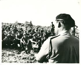 CO 3 PARA Anthony Farrar-Hockley briefs soldiers prior to Radfan operations.