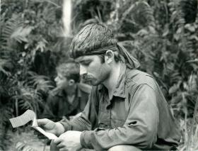 2 PARA soldier reads a letter from home. Borneo, 1965.