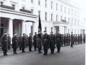 1 PARA mounts guard at Wellington Barracks, 1969