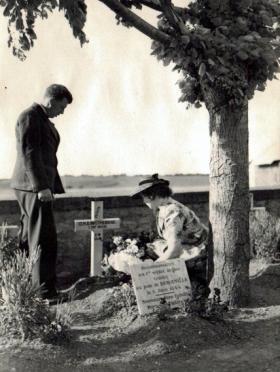 The grave of Lieutenant Herbert Denham 'Den' Brotheridge, date unknown.
