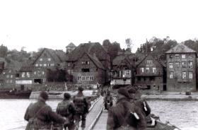 12th Para Bn crossing the River Elbe at Lauenburg, 1945.