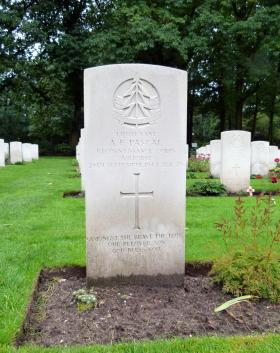Headstone of Lt A F Pascal, Oosterbeek War Cemetery, October 2015.