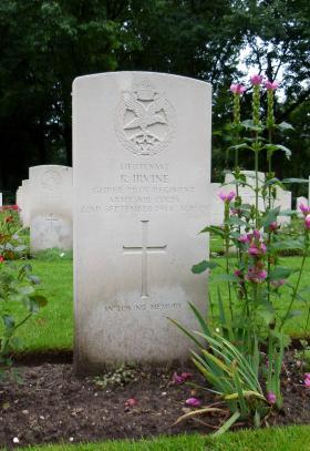 Headstone of Lt R Irvine, Oosterbeek War Cemetery, October 2015.