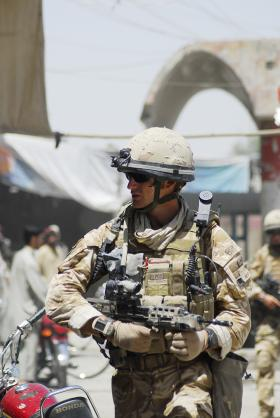 3 PARA soldier on patrol in Kandahar, Afghanistan, 2008