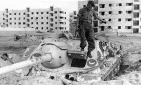 An Egyptian Soviet SU100 Self Propelled Tank Destroyer captured by 3 PARA, Suez, 1956.