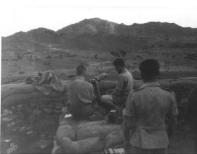33 Parachute Light Regiment RA setting up a Vickers to fire on fixed lines Aden 1957