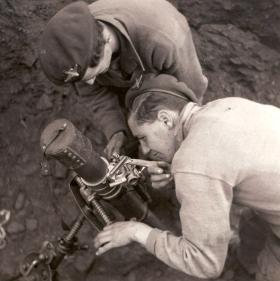 Members of 4th Para Bn, setting mortar sights at Cassino, Italy, April 1944.