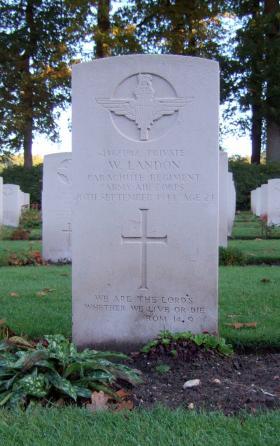 Headstone of Pte W Landon, Oosterbeek War Cemetery, October 2015.