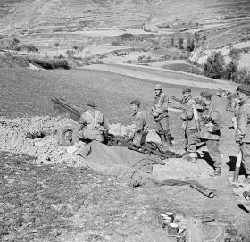 75mm Pack Howitzer gun crew from 1st Airlanding Light Regt RA, Italy, 3 November 1943.