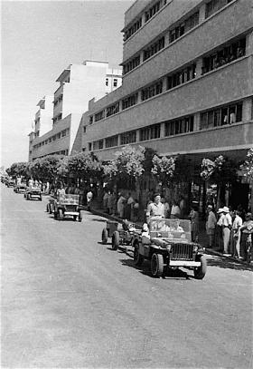 6th Airborne Divisional Gunners on Kingsway during King's Birthday Parade, Haifa, Palestine, 1947