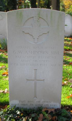 Gravestone of WO2 George W Ashdown, MM