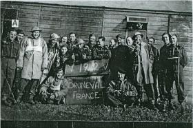 Men who took part in the Bruneval raid pose for a group photo, 1942.