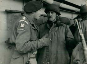An Airborne Lieutenant-Colonel confers with Major John Frost.