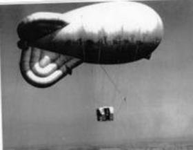 Balloon with nest for parachute training jumps