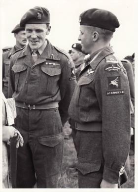 Brigadier Hill visits 1st Canadian Para Bn